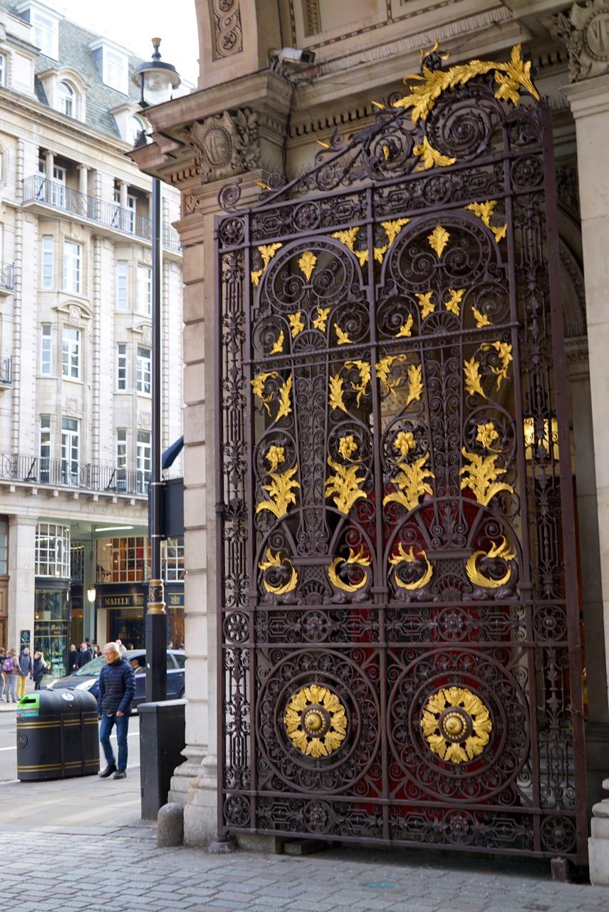 A entrada do Royal Academy