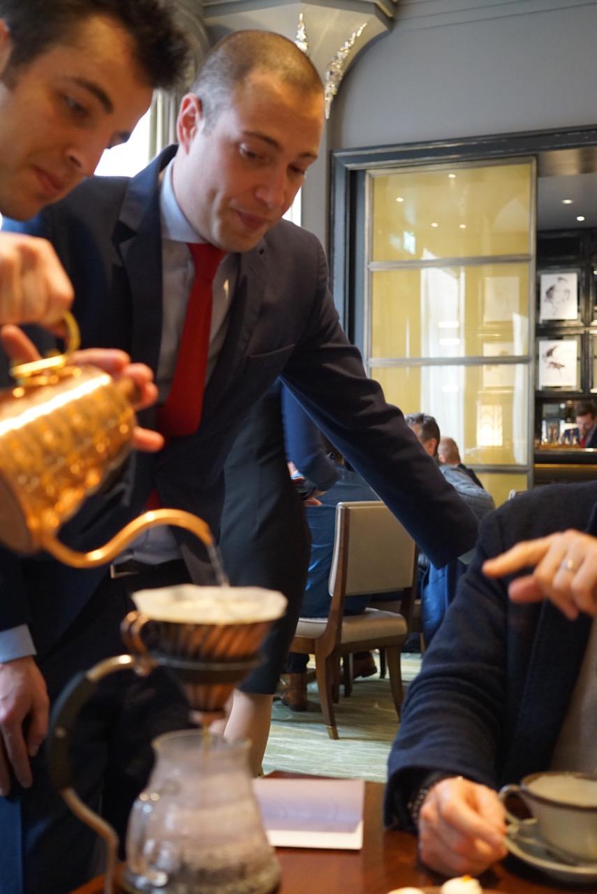 Riccardo, o sommelier chefe veio conversar conosco e também escolheu o nosso café orgânico que é moído na hora!! Eu que nunca tomo café puro, tomei duas xícaras!! Divino!