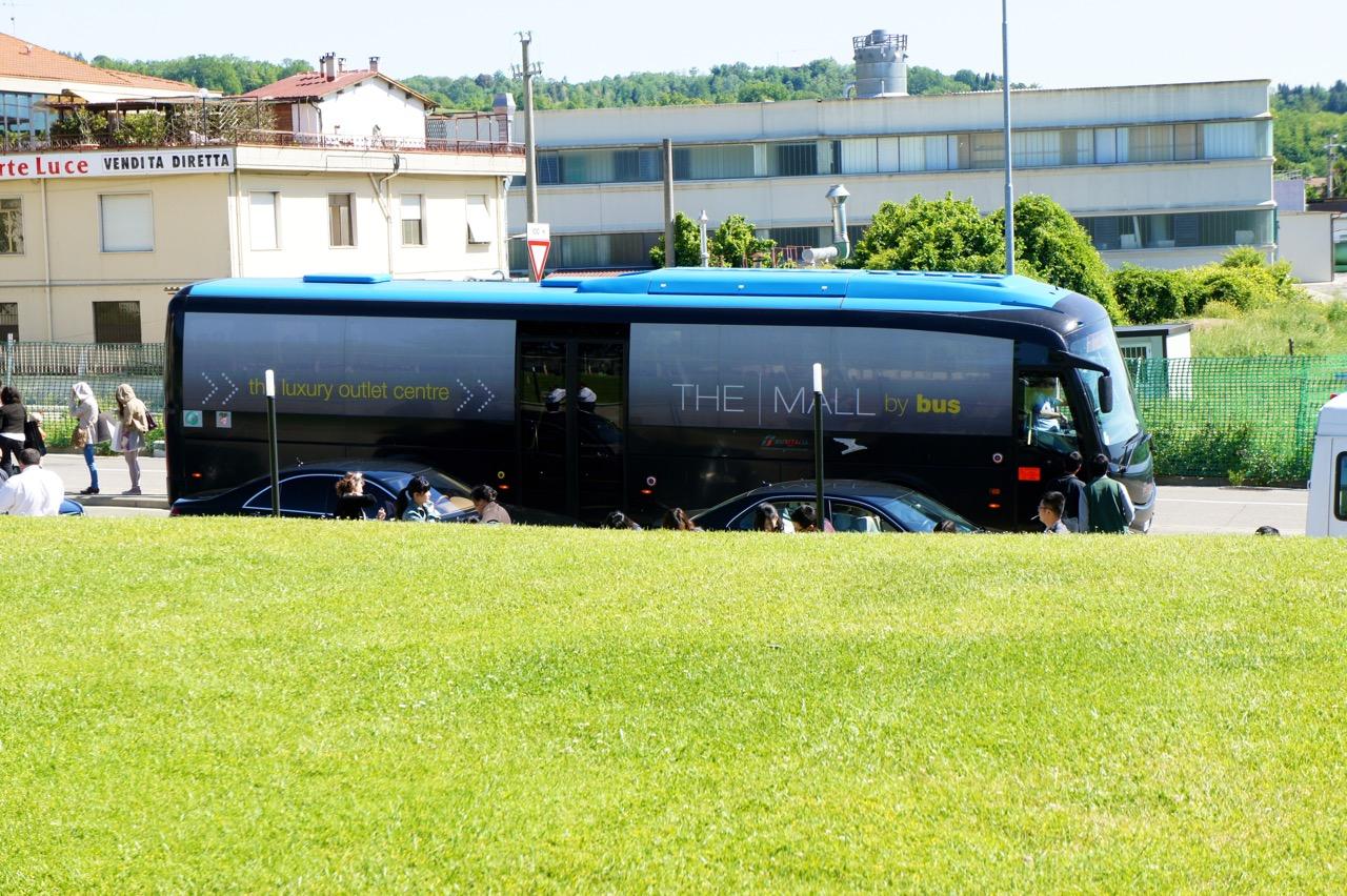 O ônibus do The Mall que vai e vem de Florença em vários horários.  É só consultar o site.  Link abaixo