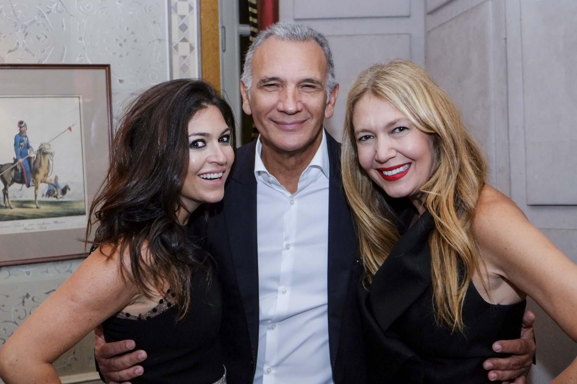 Natalie Klein da NK Store, Tufi Duek, seu marido, e Donata Meirelles da Vogue