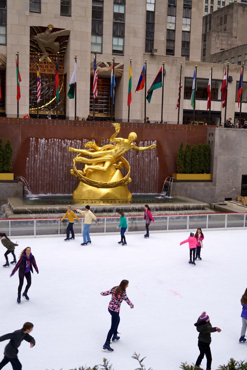 Rockefeller Center com sua pista de patim de gelo
