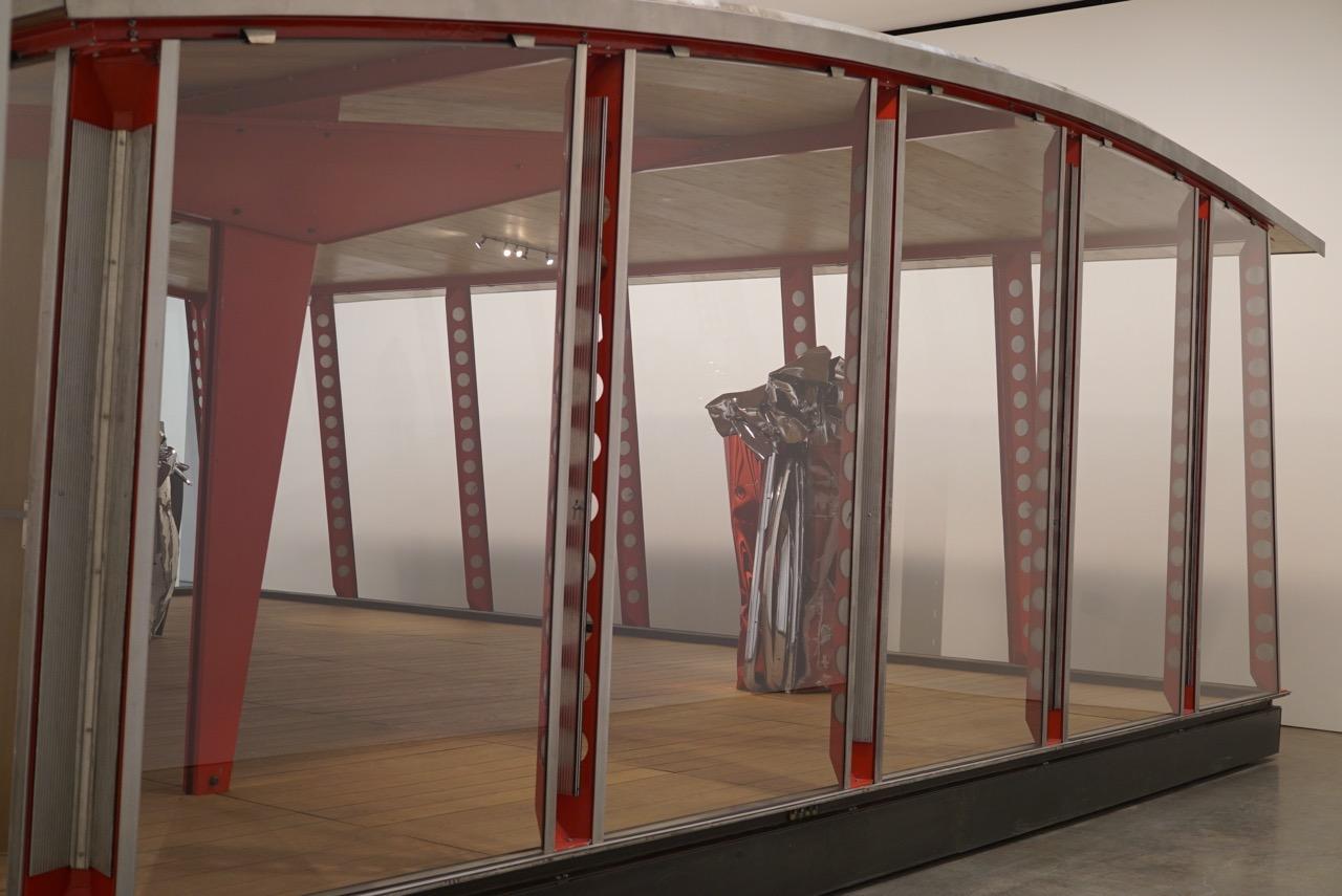 E depois a Gagosian com as peças de John Chamberlain dentro dos espaços do arquiteto e designer industrial Jean Prouve