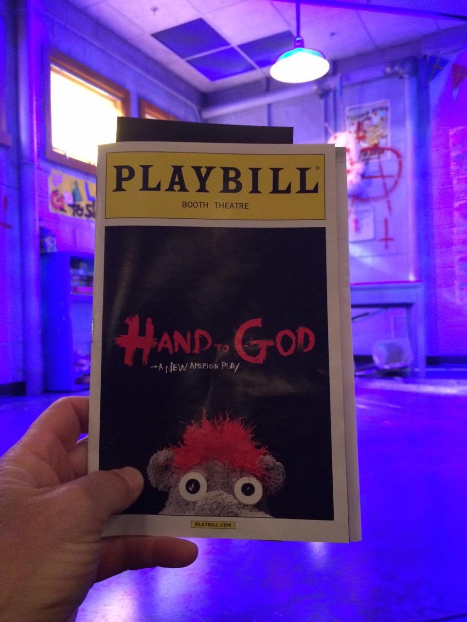 De noite fomos ao teatro.  Esta peça é uma das mais incríveis que já vi.  4 atores, 2 que além de seus papéis, coordenavam as marionetes mais expressivas que já vi!!  Impressionante!!  Se você fala inglês, não perca!!