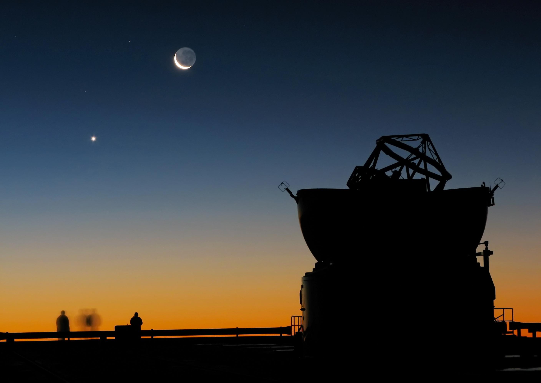 O planeta Vênus está sempre próximo à Lua: é a famosa estrela d'Alva. Rege os signos de Touro (vespertina/pandêmia) e de Libra (matutina/urânia).