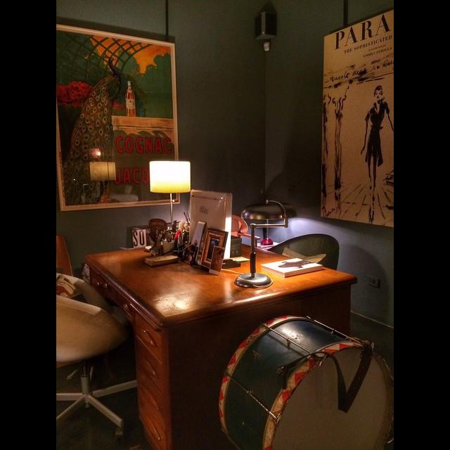 No retro o escritório de Daria e Andrea.