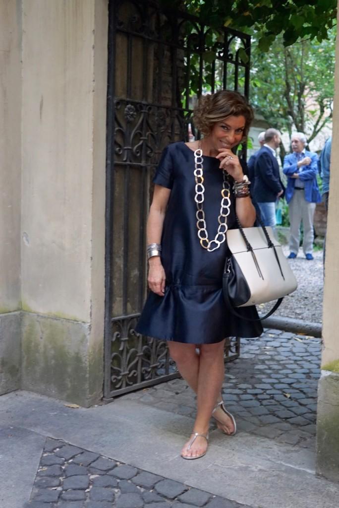Vestido COS, bolsa Elena Ghisellini, colar Lygia Durand.