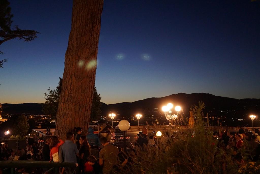Chegando no Piazzale Michelangelo onde estouram os fogos com um pôr do sol mágico!!