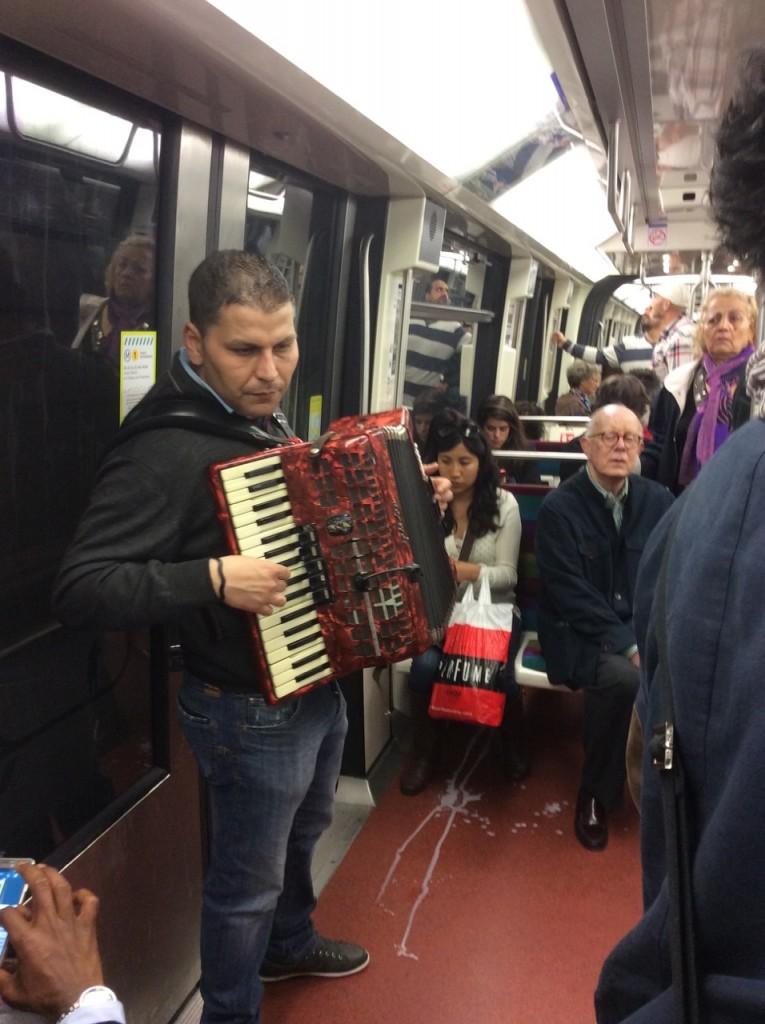 Cenas de metro em Paris