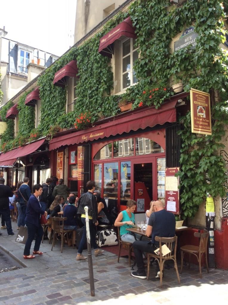 Imperdível passear pelo Marais e também saborear uma Galette com cidra no Café Breizh (conseguimos mesa pois um casal tinha cancelado)