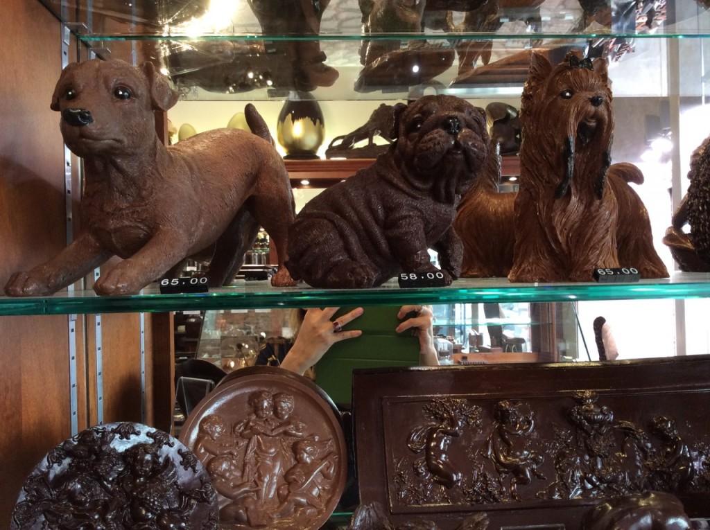 Loja do chocolatier Jean Charles Rochoux - uma obra de arte em chocolate, fora a qualidade.