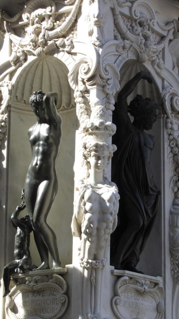 Afrodite (Vênus) e seu filho Eros (Cupido).