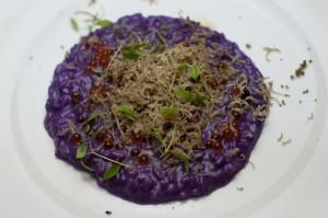 A pièce de résistance, o risoto de Peter Brunel.  É feito com verdura, ovas que explodem na boca e tartufo.  Para comer com colher!!