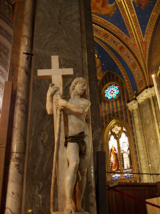 (Cristo com cruz santa Maria sopra Minerva). Cristo redentor (1519/20). Igreja de Santa Maria sopra Minerva, Roma.