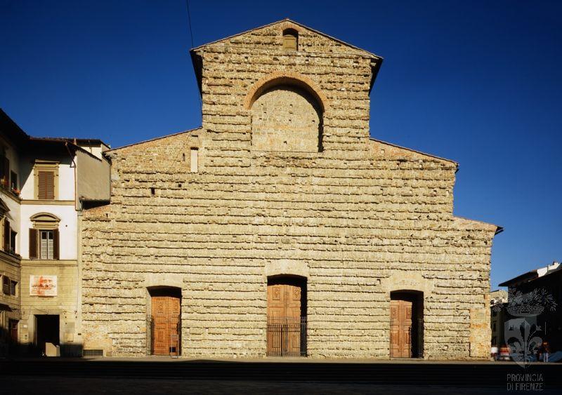 Fachada da Igreja de San Lorenzo de Florença. Reedificada por iniciativa de Cosimo, o Velho, com base em projeto de Brunelleschi sempre fora objeto de atenção por parte dos Medici. A fachada de San Lorenzo foi encomendada a Michelangelo em 19 de janeiro de 1518.