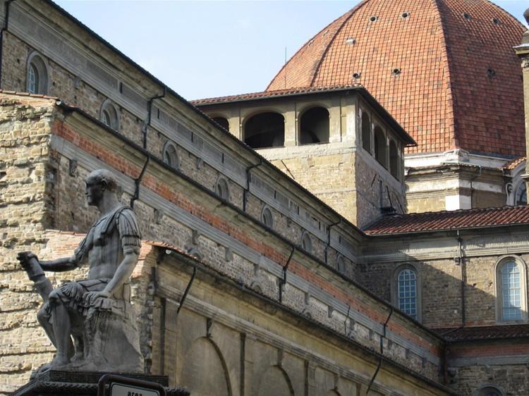 Abóbada da cúpula de San Lorenzo de Florença.