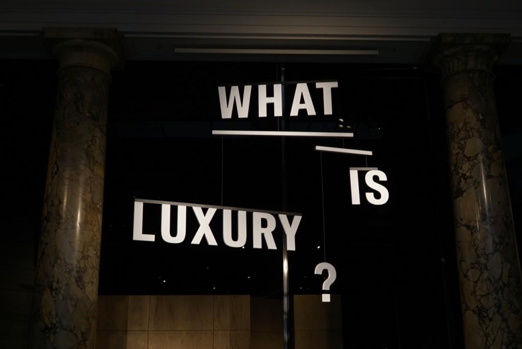 A exposição que tenta explicar o luxo hoje é grátis!