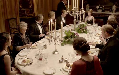 O que fazer quando não se conhece ninguém num jantar!