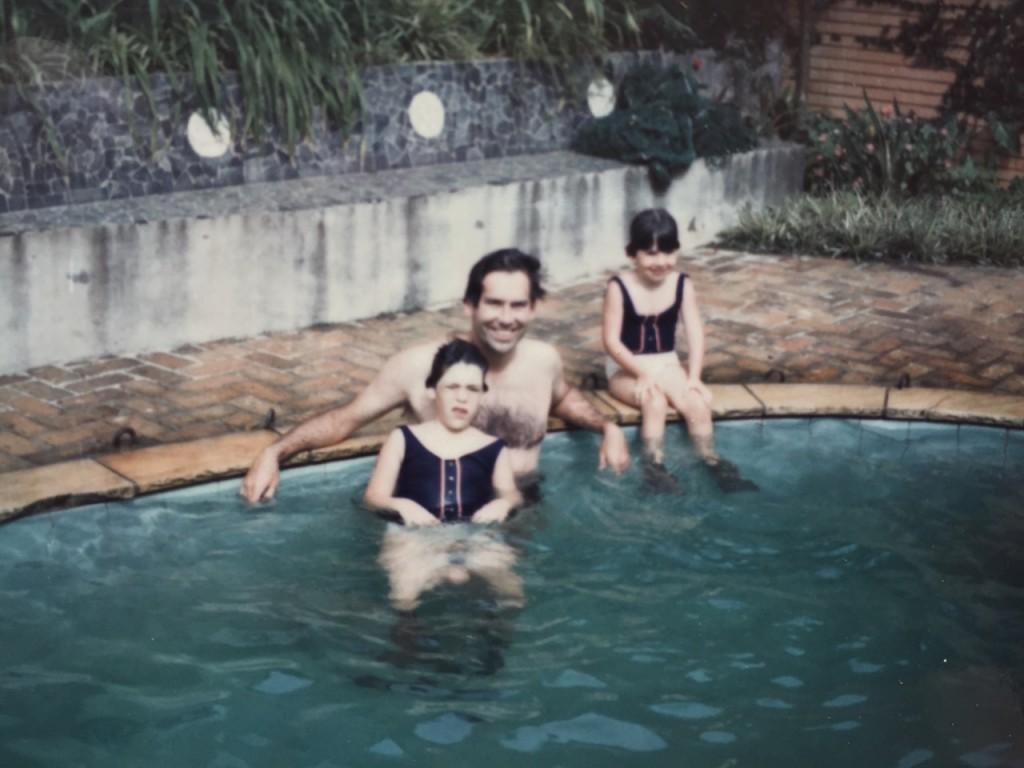 Adorava sentar na perna do meu pai... viram os maiôs iguais?...