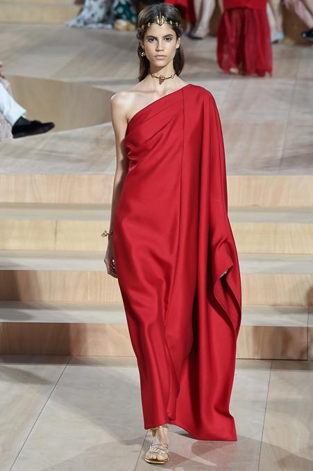Esta foi uma peça emblemática do desfile de alta costura do Valentino e certamente a mais publicada!