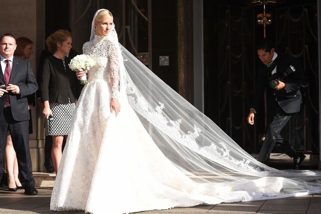 O vestido parece ter custado 250,000 reais.