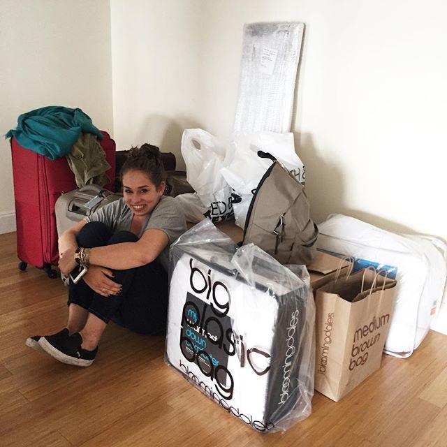 Saindo da casa da Lucia... tralha acumulada para o College...