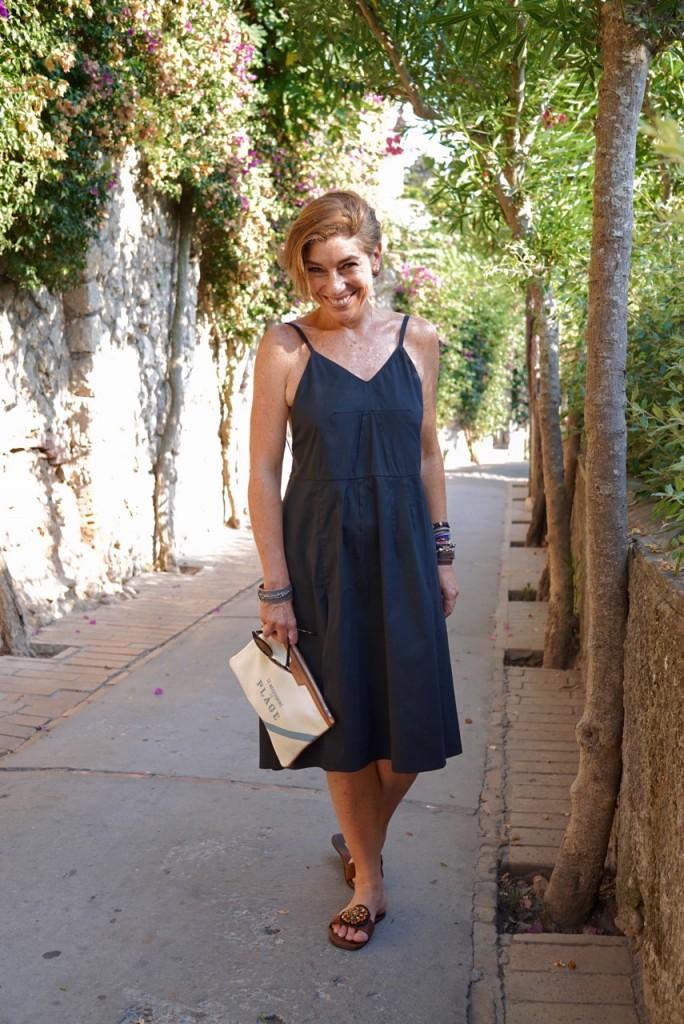 Tão alegre de estar em Capri!!!  Vestido e sandália bem velhinhos da Prada que comprei no outlet perto de Florença.  Clutch Chez Dédé. Fresquinha e confortável!