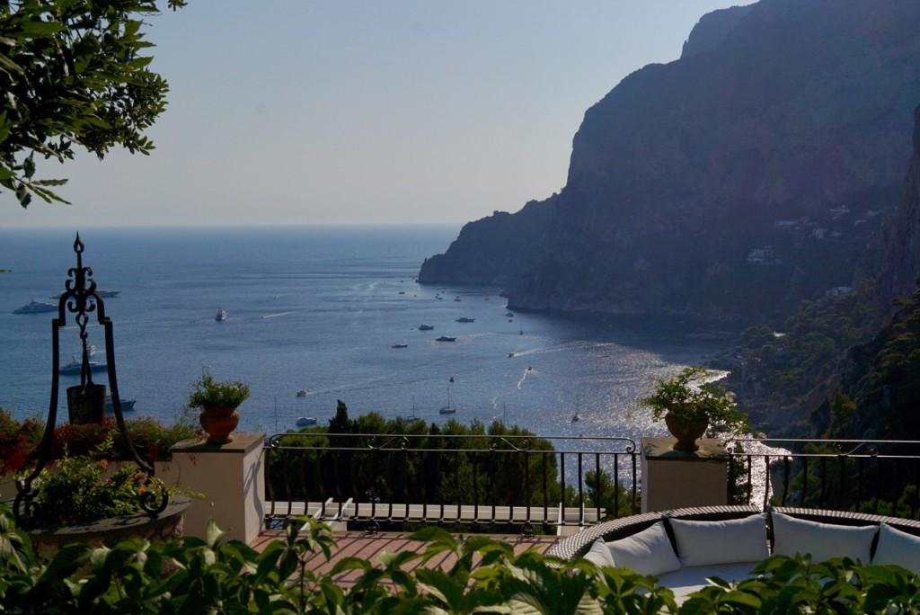 Os terraços das villas de Capri!  Este é das irmãs Fendi!