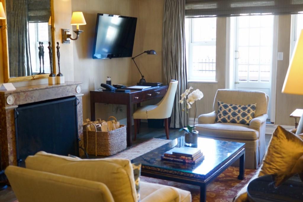 Fomos ver o quarto do Lowell 30 anos depois... Uma suite com 2 quartos e 2 banheiros mais sala, terraço e cozinha