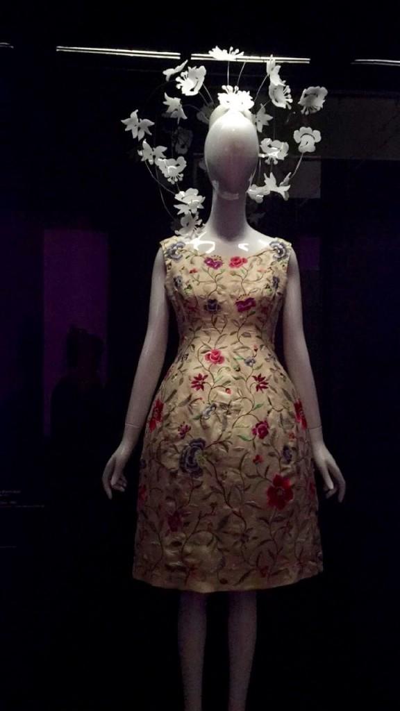 Inspiração oriental nesta roupa de Balenciaga para o China Trough the Looking Glass