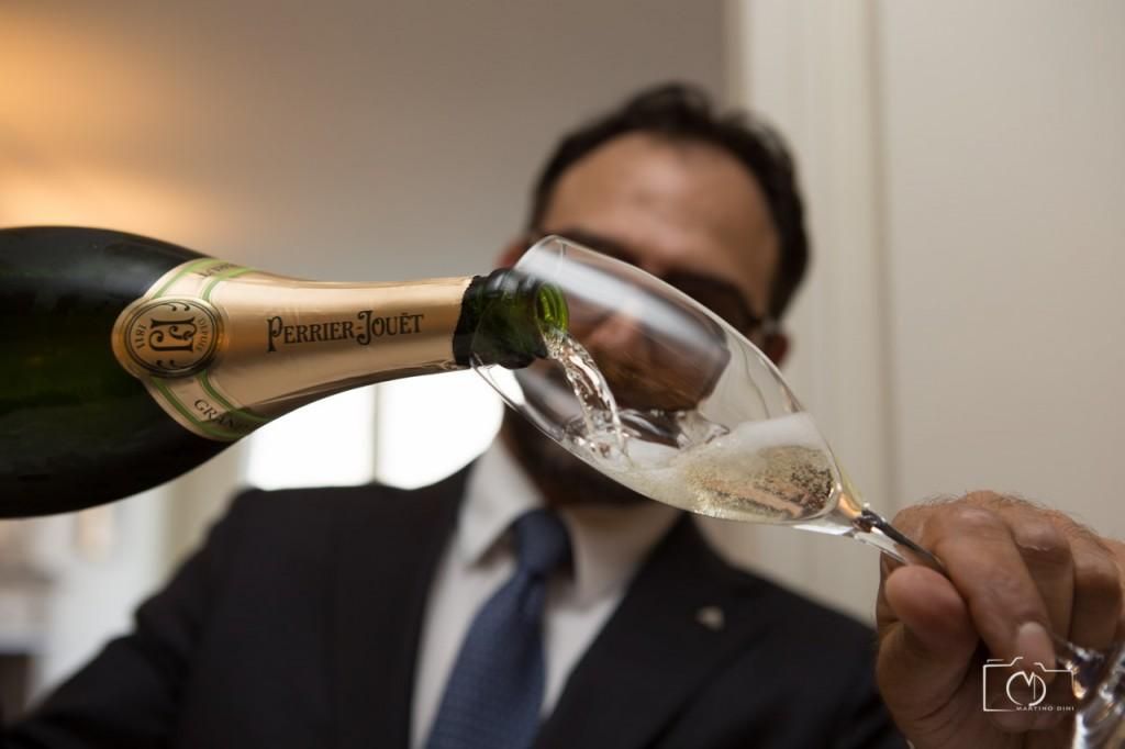 Tudo acompanhado por ótimo champagne!