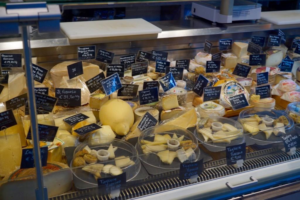 Os queijos são fora deste mundo! Comprei uma mozzarella de Bufalla que até o Roberto ficou sem fala!