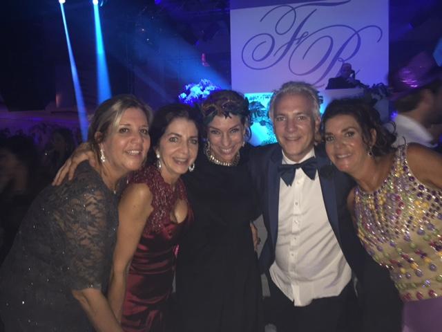 Meus amigos de 35 anos!! A Julie, da direita, é a mãe da noiva e o Rafael foi meu primeiro namoradinho. Foi tão bom viver este momento importante com eles!!