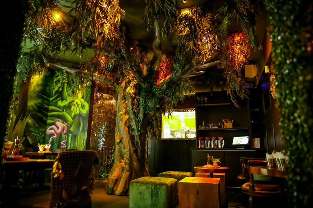 O ambiente é como uma floresta!! Divertido, animado, descontraído e super cool!!!