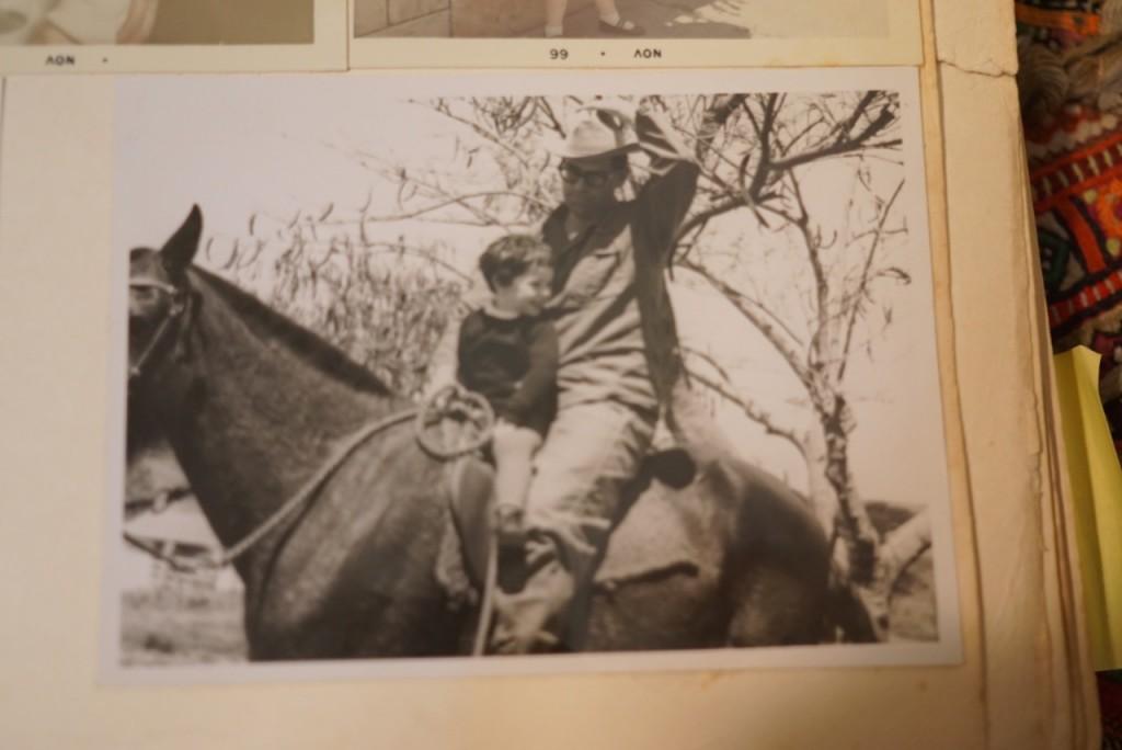 Meu pai me ensinando a andar a cavalo