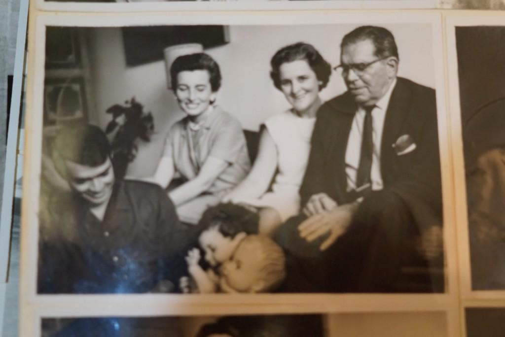 Minhas avós com o pai do meu pai e o irmão de minha mãe, Dino.