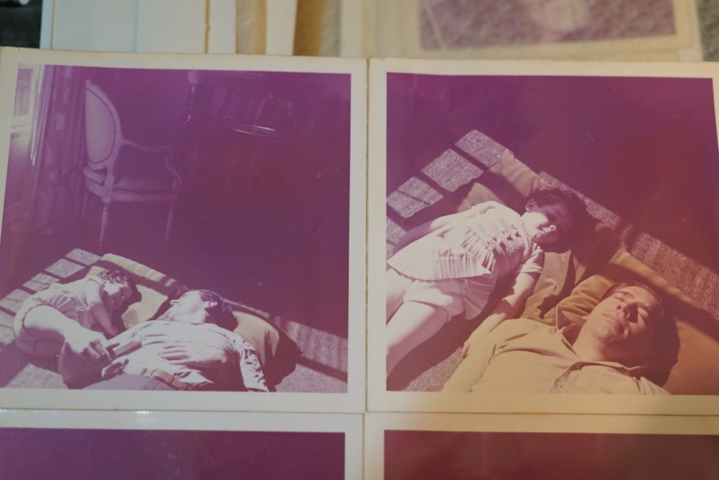 Essa série é linda, fotografada por minha mãe. Meu pai dormindo no sol. Ele me diz para dormir também.