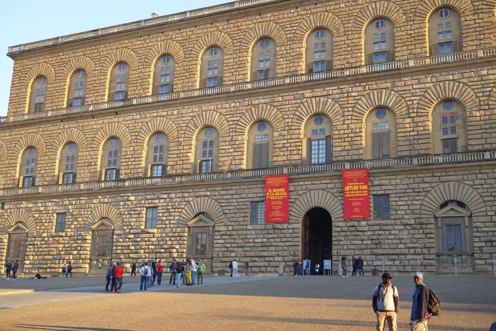 Para chegar ao centro se passa pelo lindo Palazzo Pitti que era a residência dos Medici no Renascimento