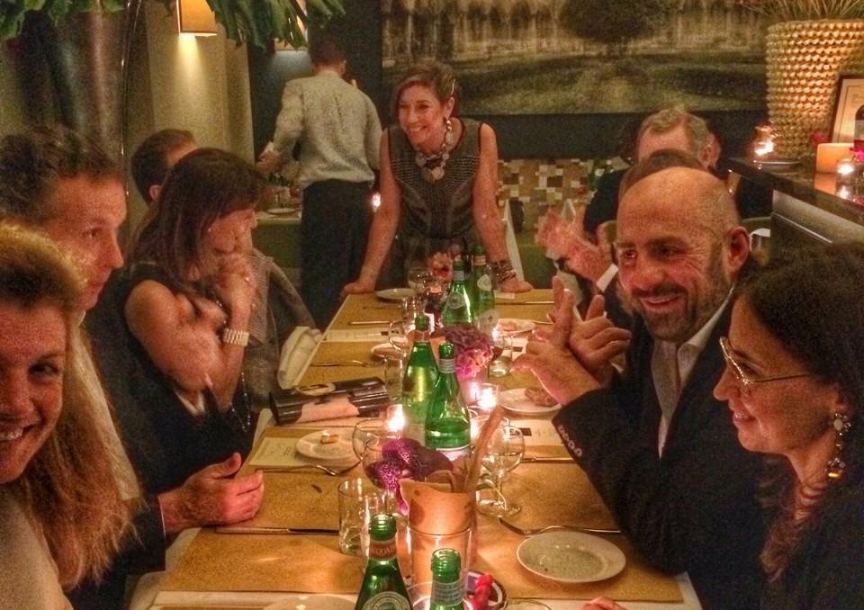 Durante o jantar rodei muito pelas mesas...