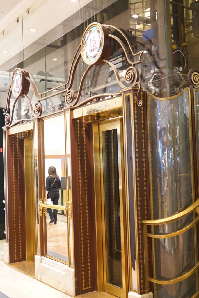 Tradição se vê também nos detalhes em Art Nouveau de quando abriram as portas da Galerie