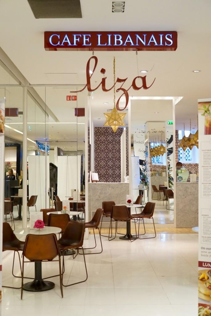 Almoçamos no restaurante libanês Liza. Uma delícia!!
