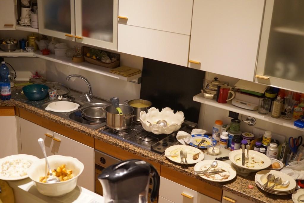 Louça e mesa para arrumar depois do almoço!