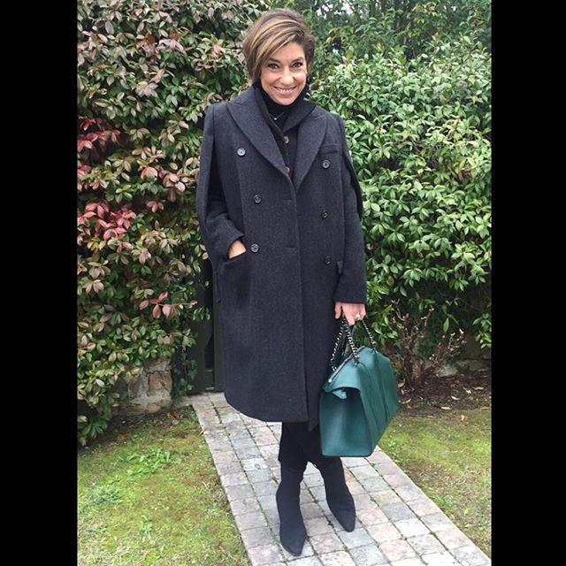 Meu look do dia com bolsa Elena Ghisellini, casaco Prada vintage do outlet e bota ainda mais vintage do outlet da Ferragamo
