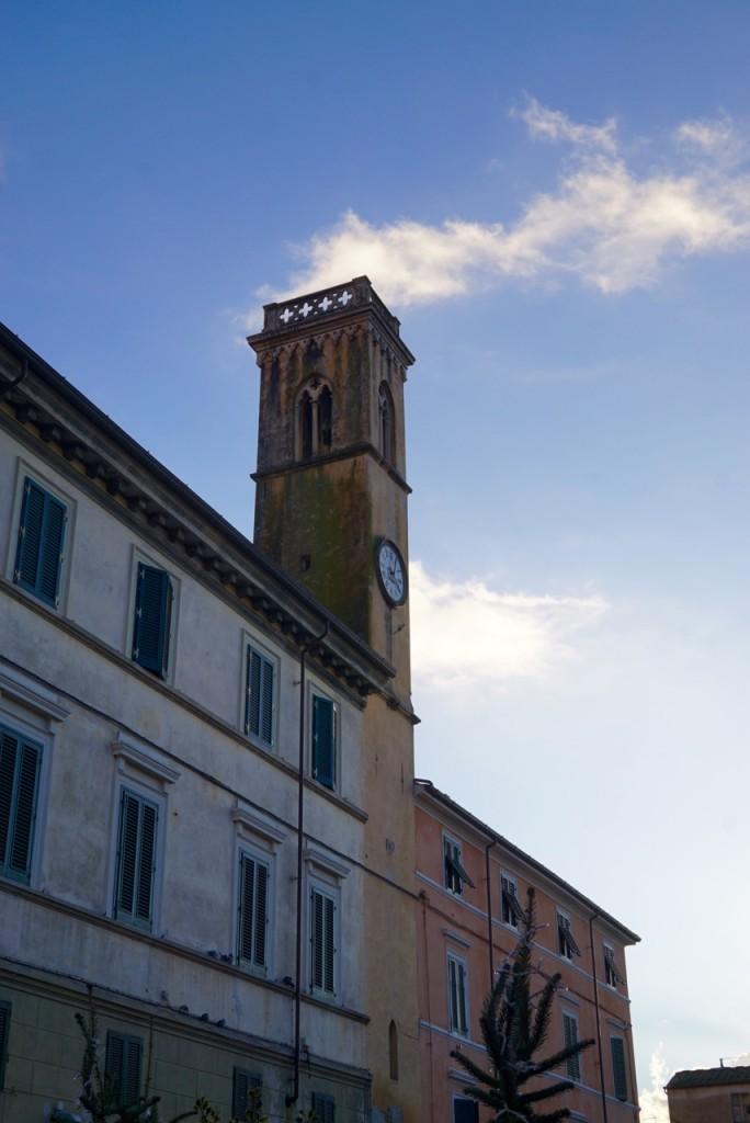 É uma das pouca praças de uma cidade italiana com 3 sinos... Vejam, e ouçam no vídeo os sinos do Duomo!