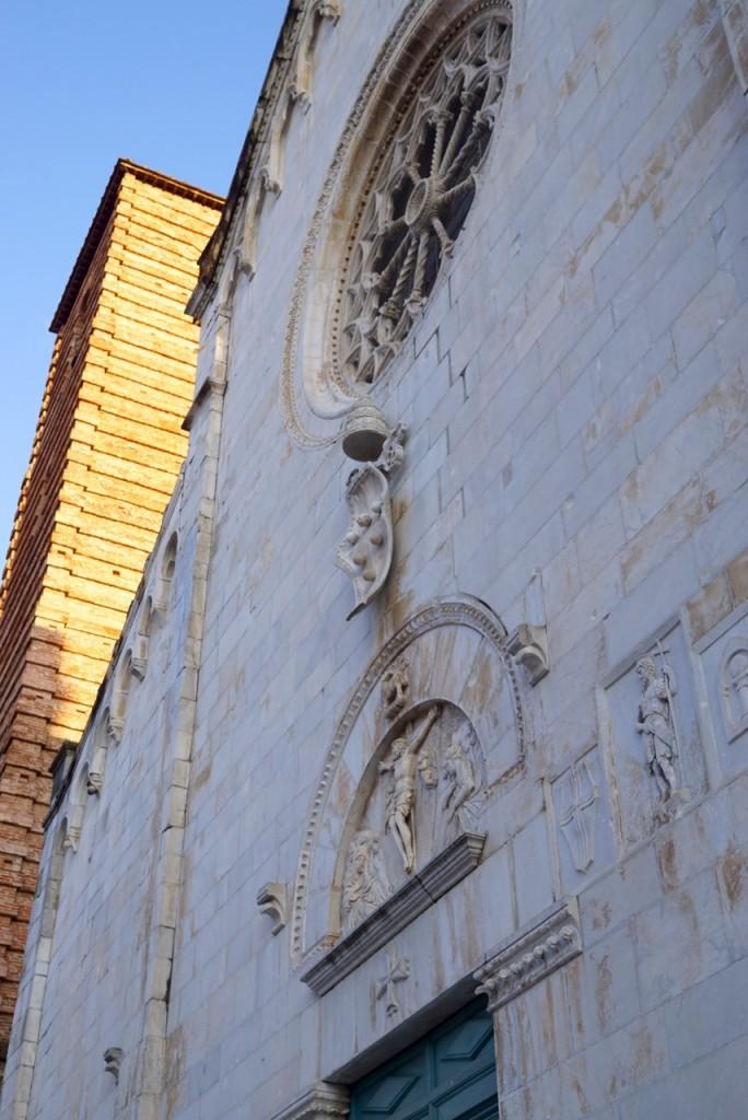 A faxada do Duomo.