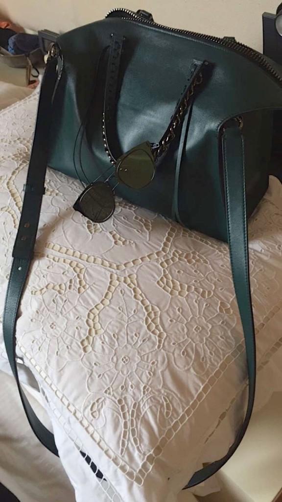 Bolsa Elena Ghisellini e óculos Dior Composit da Óticas Rio Preto