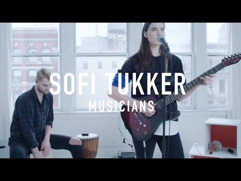 Dançando!!! Novo super grupo Sofi Tukker com o hit Drinkee!!