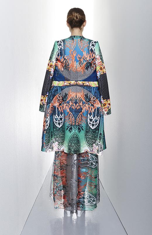 Este casaco é de um novo estilista italiano chamado Piccione e Piccione