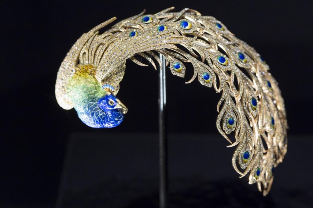 Bejewelled_Treasures_Installation_View_c_Victoria_and_Albert_Museum_London_8