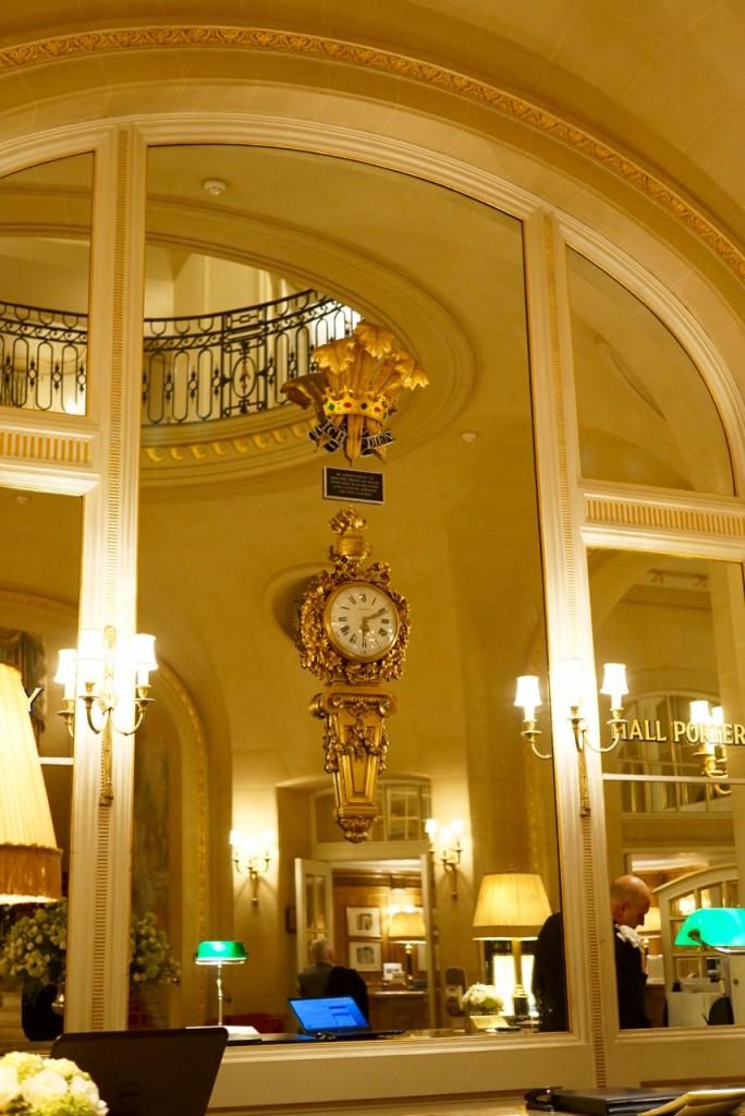 O selo de aprovação do Príncipe de Gales no saguão do hotel