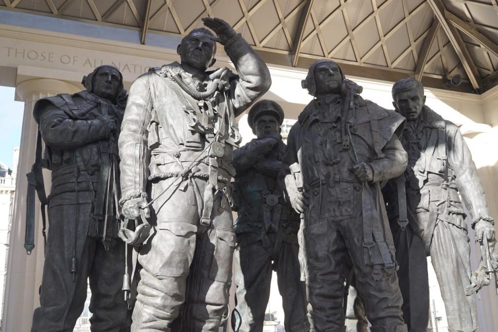 Um belissimo monumento no Green Park para homenagear os aviadores da segunda guerra mundial. Achei lindo!